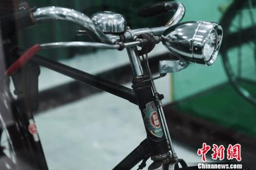 """新中国成立后的首批""""新华""""牌自行车。 杨艳敏 摄"""