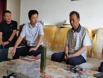 兴庆区委书记刘甲锋慰问大新村患病老党员