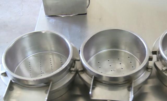 """中国人发明""""拉面神器"""",全程自动,2秒做一碗,1天卖出500碗面"""