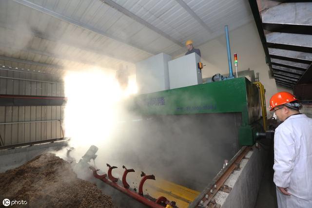 玉米芯非常有用不要再拿来烧火了,有人靠它都发财了