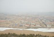 雾气弥漫的村庄