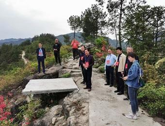 县领导周太平率工商联界别组赴鹤峰乡招峰寺视察乡村旅游