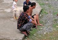 休闲自在的村民